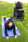 Young-woman-exercising-in-park