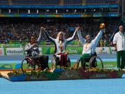 Womans-Javelin-F56-Medal-presentation